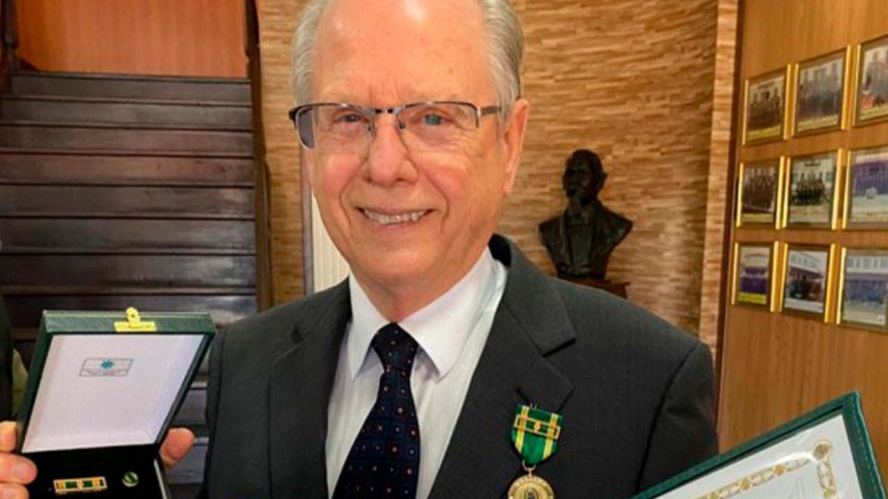 Conselheiro do CRA-SC recebe Medalha Exército Brasileiro