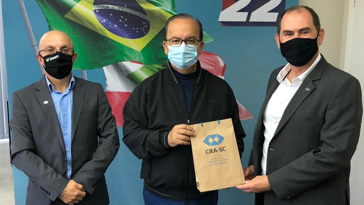 Senador Jorginho Mello recebe visita do CRA-SC